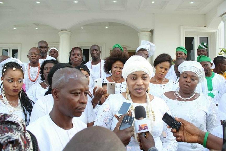 Her Majesty Olori Wuraola Ogunwusi with members of the Press. Olokun festival 2017